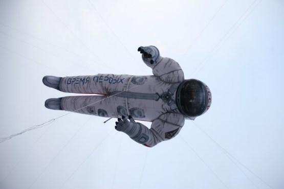 Внебе над Москвой пролетел 17-метровый космонавт СССР