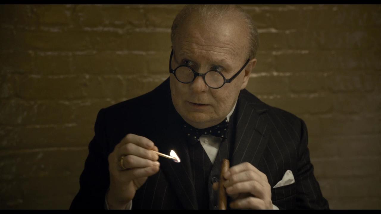Сыгравший Уинстона Черчилля артист насъемках выкурил 400 сигар
