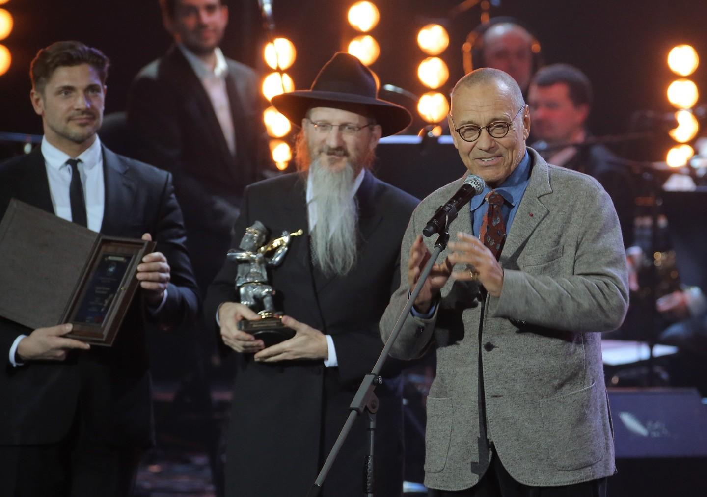 Кончаловский стал лауреатом премии «Скрипач накрыше» зафильм «Рай»