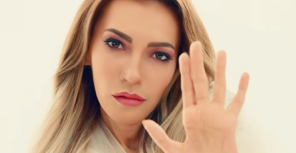 1-ый канал недал денежных средств на одеяние иколяску для Самойловой
