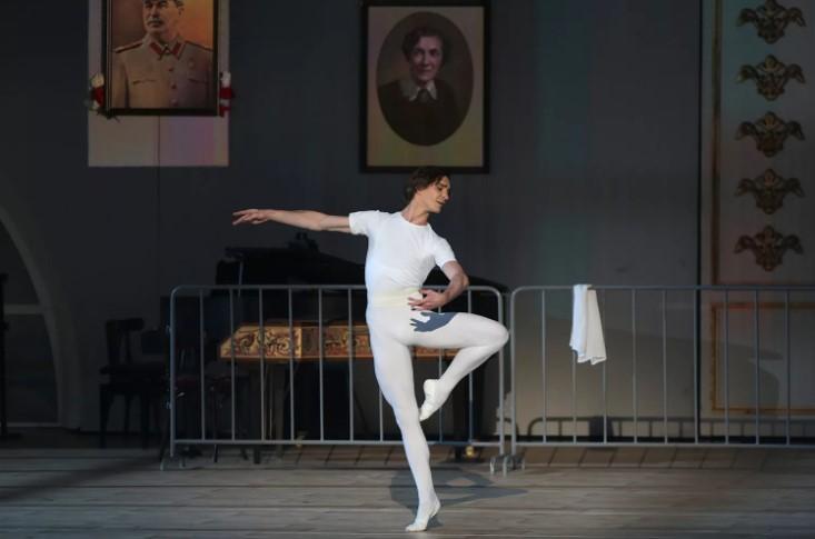 Серебренников получил за«Нуреева» «балетный Оскар»
